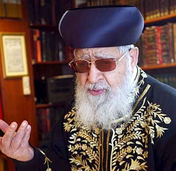 http://worriedlebanese.files.wordpress.com/2008/12/ovadia_yosef_jlempost.jpg?w=